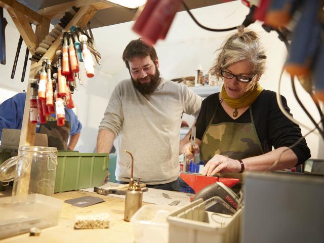 Stage Fabriquer son Couteau Coutellerie du Maine Anjou - Fixer le manche