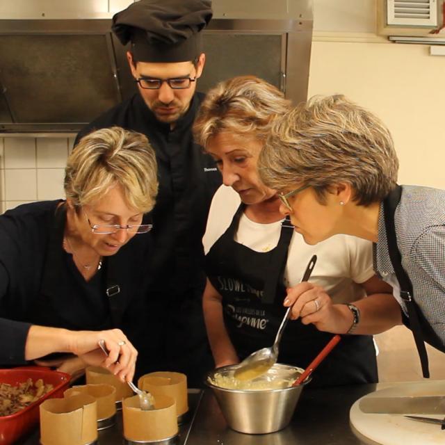 Atelier Cuisine Le Beyel Origne Preparation Soufflet Au Fromage D Entrammes