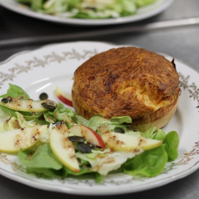 Atelier Cuisine Restaurant Le Beyel à Origné - Soufflet de parmentier de canard à la tomme d'entrammes