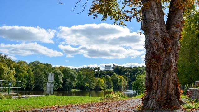 Ecluse de la Benatre à Origné - Vallée de la Mayenne