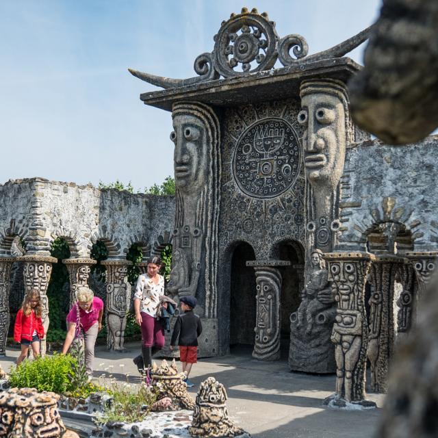 Musee Robert Tatin - La Porte des Meditations