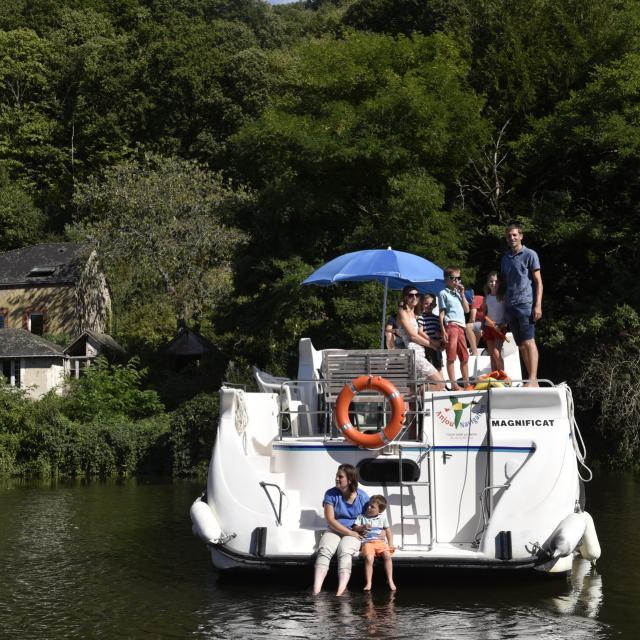 Croisiere en bateau habitable sur la Mayenne