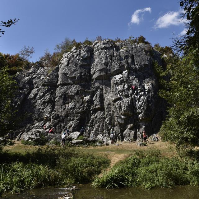 Escalade Sur Le Site Des Vallees Des Grottes De Saulges