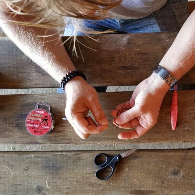 Etape 3 Raccorder L Hammecon Texan Avec Un Noeud Palomar Tuto Pêche Montage Texan