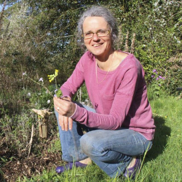 Portrait Marie Cloteau A La Rencontre Des Plantes